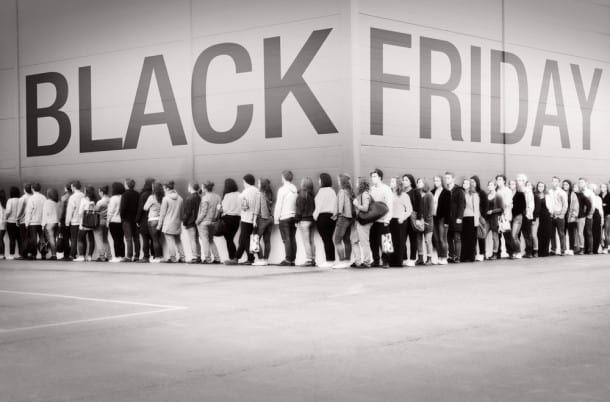 Black-Friday-Shopping-lines